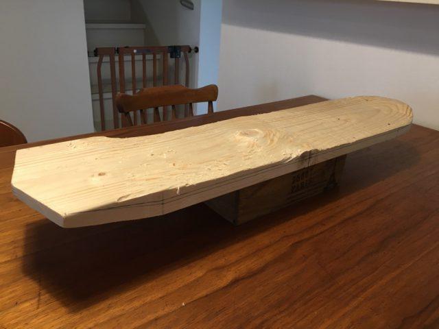 一枚板から自力で削り出したスケボー