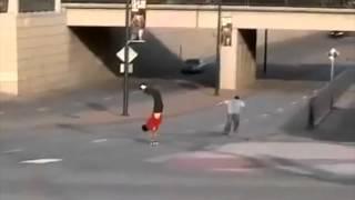 【自殺行為】スケボーの上で逆立ちして坂道を下る